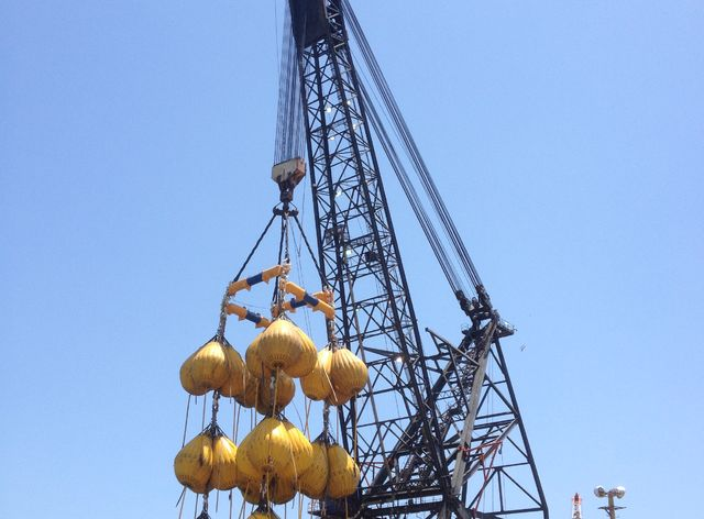 Unique Group successfully completes a 1500t load test with Water Weights on a barge-mounted crane in Mexico